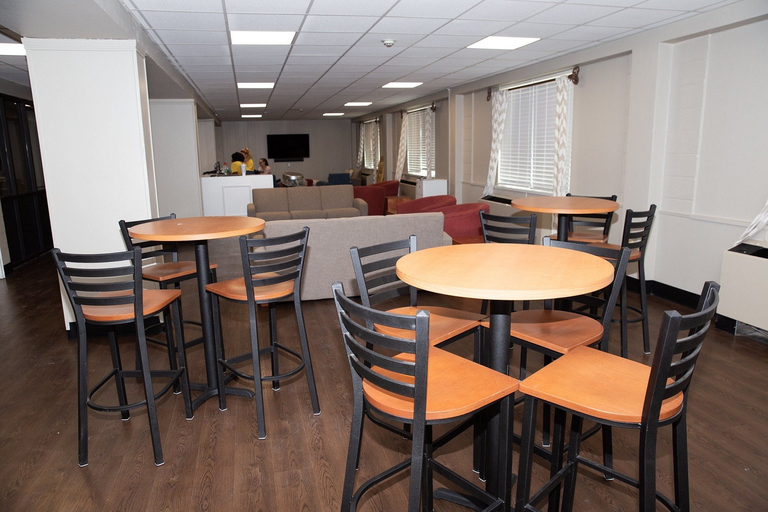 Photo of a Lange Hall kitchen/common area.