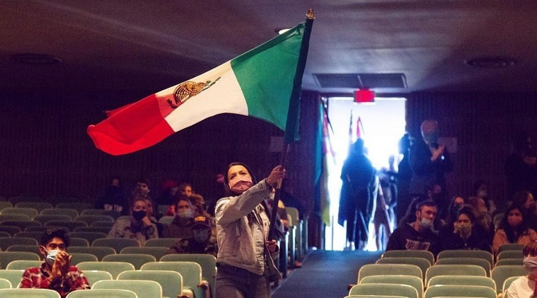 Maria Spinelli with Mexican flag
